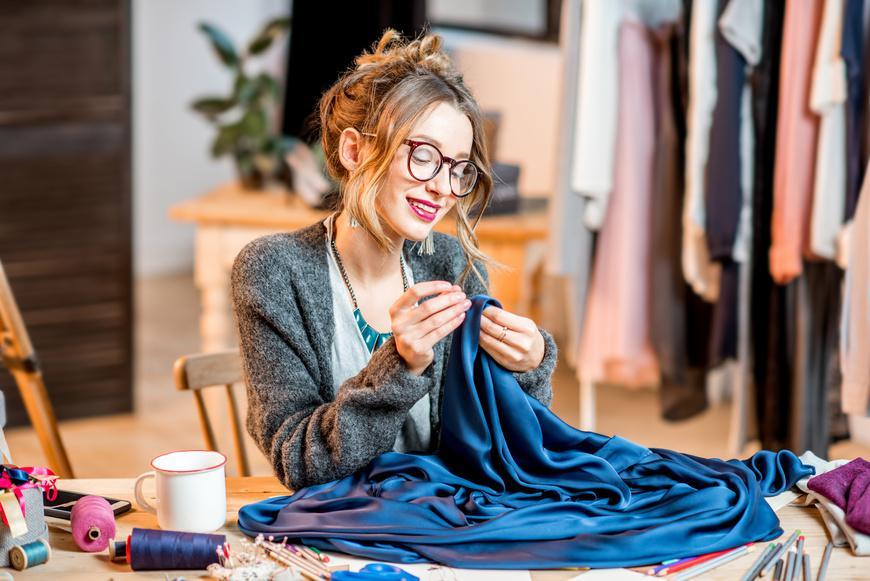 Arreglar-ropa_Cómo-empezar-a-hacer-un-consumo-inteligente_Moda-Impacto-Positivo_Slow-Fashion-Next