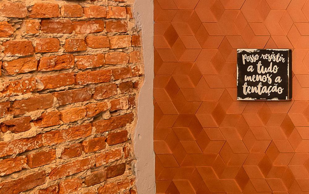Revestimento_Six_Ouro_Rosé_Santa_Luzia_-_Mostra_Sustentável_-_Projeto_Ana_Maria_Coelho_e_Felipe_Karam_-_Foto_Miro_Martins