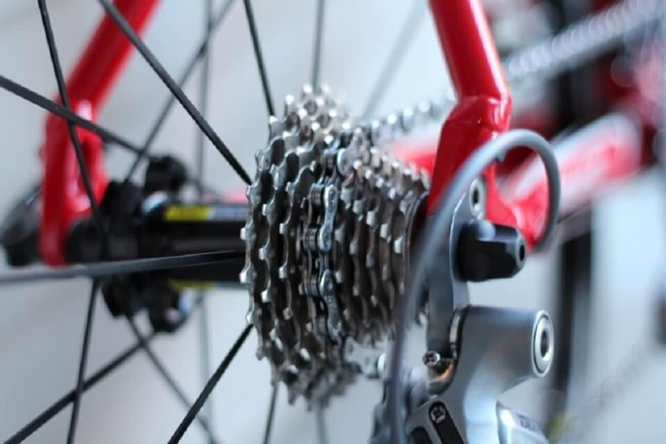 close-up-of-bicycle-wheel-with-chain