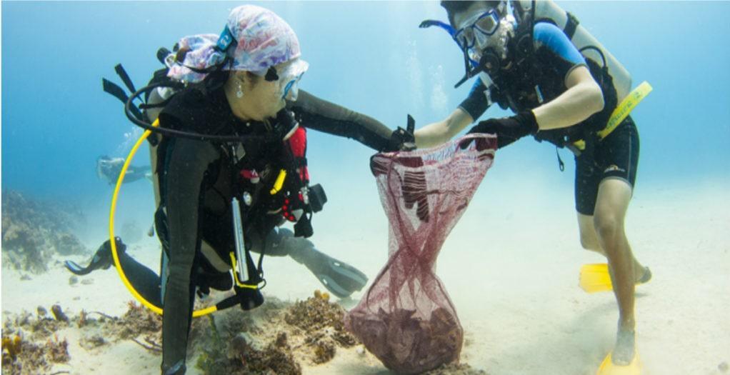 buzos-recogiendo-basura-mar.05-03-2021.medio-ambiente