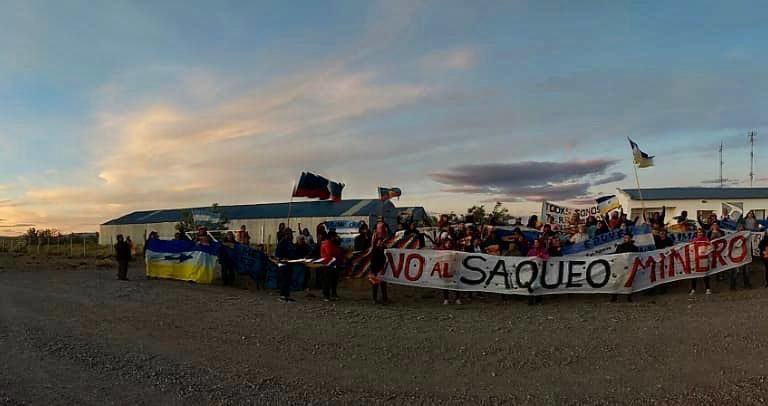 Frente-a-las-oficinas-del-PAS-en-Argentina-FOTO-Cristina-Agüero-768x406